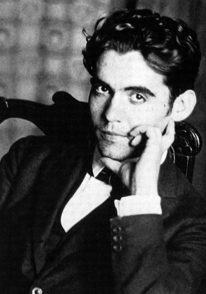 https://novelnovicetwilight.files.wordpress.com/2009/04/federico-garcia-lorca1.jpg?w=420&h=600